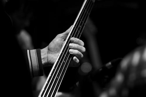 bass-guitar-player-1413288-1920×1280.jpg